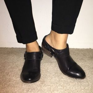 ✔️ FRYE belted harness mule  black leather